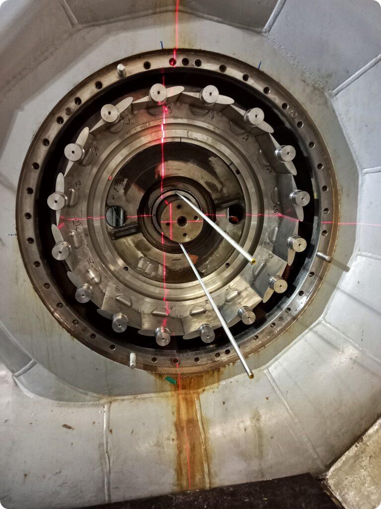 Alignement et mise à l'axe au laser en attente de la roue - ©SOREA